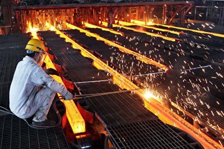 美国商务部长罗斯周二(6月27日)表示,如果合作伙伴无法帮助找到共同的解决办法,那美国只能采取广泛措施来打击钢铁倾销问题。(ChinaFotoPress/ChinaFotoPress via Getty Images)