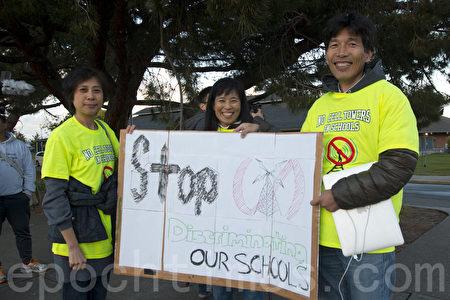 2015年4月,硅谷林布鲁克(Lynbrook)等高中手机塔项目受到家长强烈反对。(马有志/大纪元)