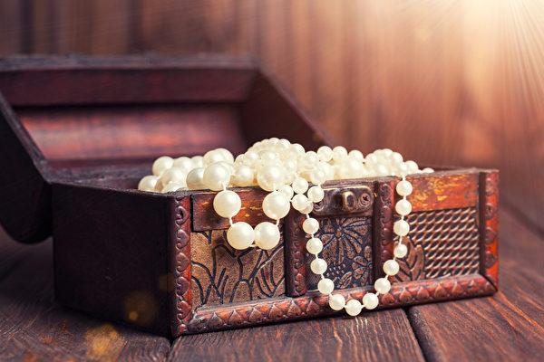 老百宝箱和珍珠项链(fotolia)