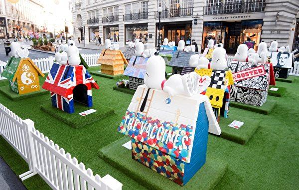 圖為名人設計的「史努比小屋」,在倫敦攝政街上。(福斯提供)