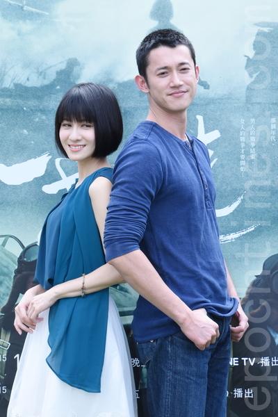 公視於2015年12月1日在台北舉行文學大戲《一把青》試片記者會。圖為男女主角連俞涵、吳慷仁。(黃宗茂/大紀元)