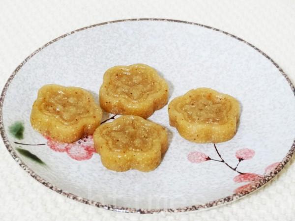 气香味甜、健脾益胃的八珍糕是养生美食的第一糕。(彩霞/大纪元)