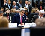 美国务卿克里(中)12月3日在贝尔格莱德,参加欧洲安全与合作组织部长理事会时发言。(JONATHAN ERNST/AFP/Getty Images)