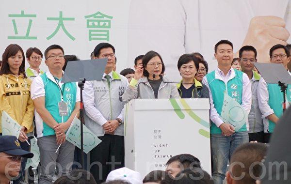 蔡英文台中竞选总部成立,蔡荧文谈解决台湾食安问题。(黄玉燕/大纪元)