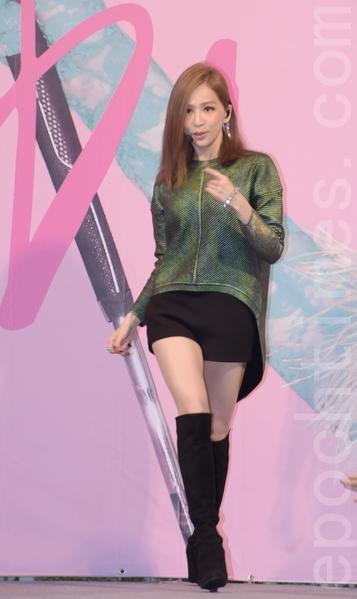 王心凌於2015年12月6日在台北舉行第十一張個人專輯簽唱會。(黃宗茂/大紀元)
