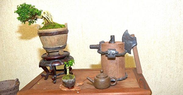 斧头柄茶壶螺丝壶嘴铁丝圈木头全是陶土做成。(宋顺澈/大纪元)