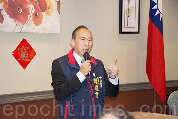 中国国民党海外部副主任钟维君做选情分析。(杨婕/大纪元)