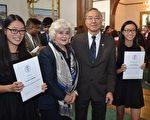 12名华裔青年获爱丁堡银章奖