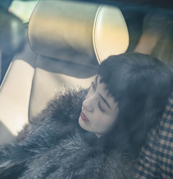 郭采洁将推出2015年新概念专辑《爱造飞鸡》,搭配迷你电影。(华纳音乐提供)