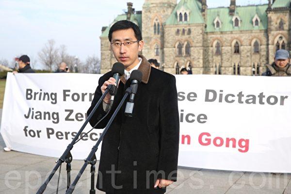加拿大公民李喆的父亲李晓波因为修炼法轮功,2005年被中共法庭非法判监8年,遭受了各种酷刑折磨。(艾文/大纪元)