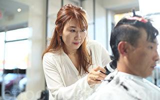 「Princess Hair公主美髮」老闆Ann在為客人剪髮。(張學慧/大紀元)