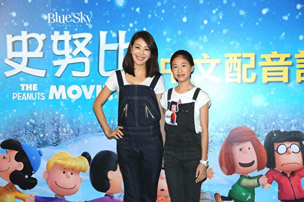 藝人賈永婕(左)及女兒王昀安出席《史努比》中文配音記者會。(福斯提供)