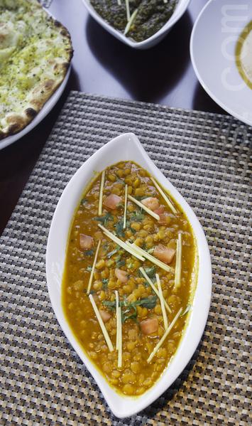 DAAL  豆泥  西紅柿丁、鷹嘴豆,洋蔥、等蔬菜與咖喱及其他的香料煮成。(李歐/大紀元)