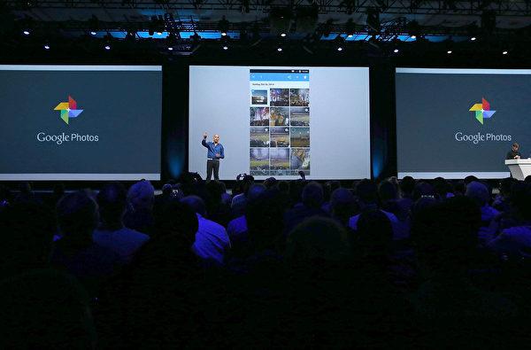 Google Photos提供用戶一個能儲存所有照片與視頻的無限免費空間,具有自動辨識照片中的人物與拍攝地點。(Justin Sullivan/Getty Images)