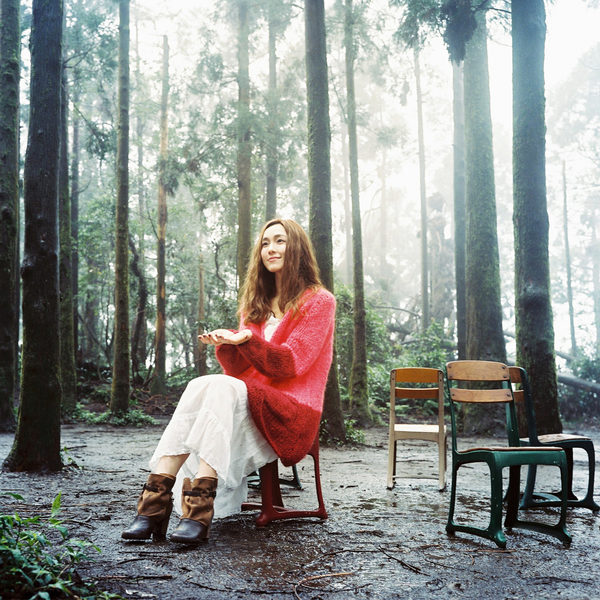 """范范新专辑封面照主场景选在她心中素来有""""福地""""之称的阳明山竹子湖拍。(福茂提供)"""