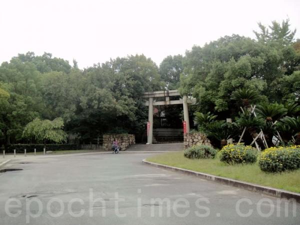 大阪城內的神社入口鳥居(藍海/大紀元)