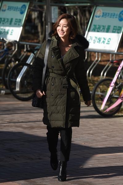 韩国女演员金成铃。(Burberry提供)
