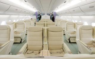 長途飛行中,選擇一個相對舒適的座位是每個人的渴望,腿部空間的大小更是旅客關注的核心。圖:A380機艙內景。(Mario Tama/Getty Images)