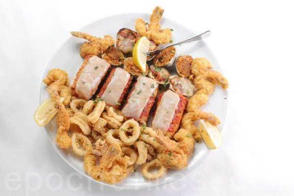 開胃菜:炸海鮮。(張學慧/大紀元)