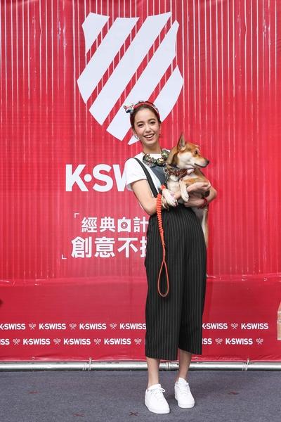 陳庭妮出席品牌公益活動,與愛狗一同亮相。(公關提供)