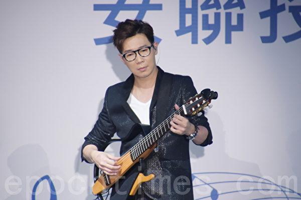 品冠于2015年12月20日在台北出席公益音乐会活动。(黄宗茂/大纪元)