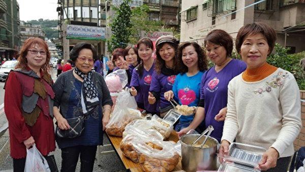基隆旗袍愛心協會有捐衣服、有捐電氣用品、還有親手作小吃舉辦義賣,一起助弱勢特教兒童。(陳麗雪提供)