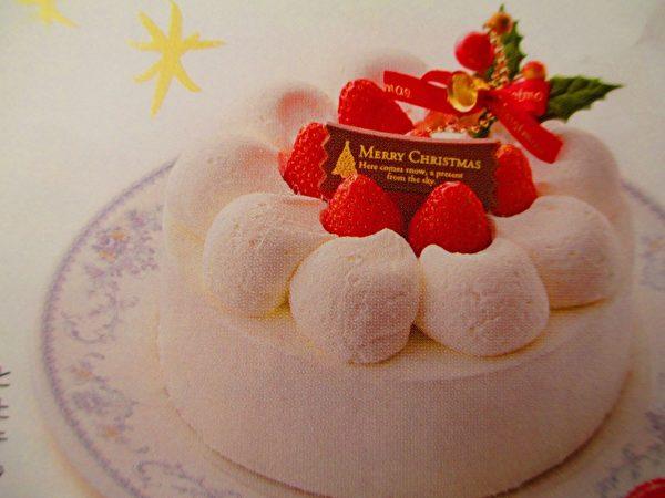 紅白報平安,鮮奶油蛋糕裝飾紅色草莓,成了日本人最愛經典聖誕蛋糕,近百年穩居冠軍。(家和翻拍/大紀元)