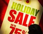 图为2008年12月23日圣诞节期间,来格伦戴尔购物中心的顾客。(JEWEL SAMAD/AFP/Getty Images)