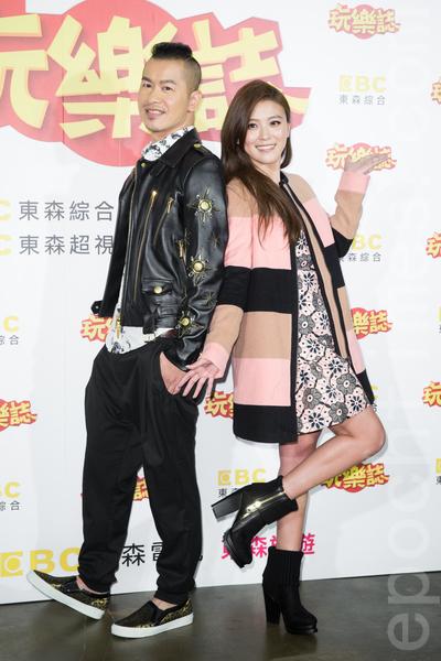艺人Alen(左)、卓文萱(右)12月23日在台北出席新节目开播记者会。(陈柏州/大纪元)