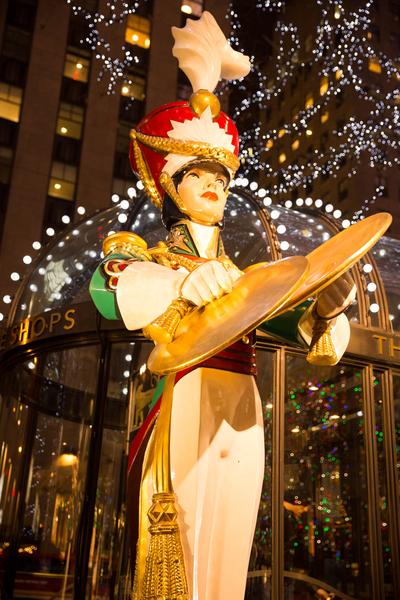 纽约梦幻圣诞夜 品味传统与时尚。洛克菲勒中心的圣诞灯饰。(戴兵/大纪元)
