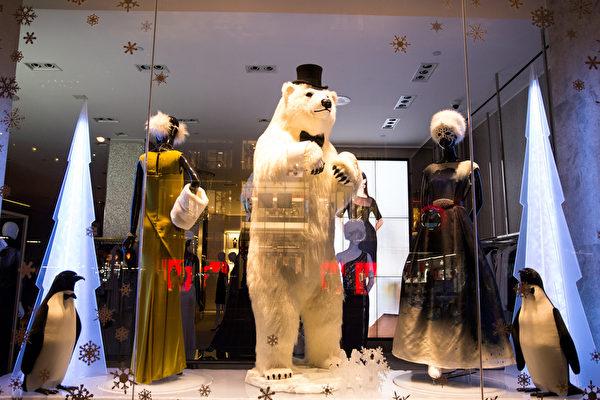 纽约梦幻圣诞夜 品味传统与时尚。纽约第五大道ST.JOHN 的圣诞灯饰。(戴兵/大纪元)
