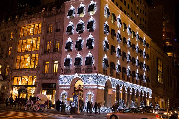 纽约梦幻圣诞夜 品味传统与时尚。纽约第五大道HARRY WINSTON 名店圣诞灯饰。(戴兵/大纪元)