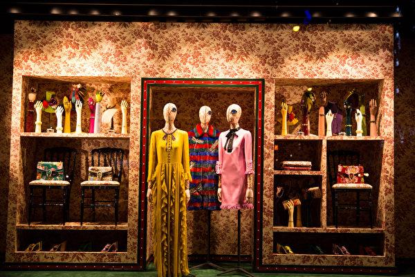 纽约梦幻圣诞夜 品味传统与时尚。纽约第五大(COCUO)圣诞灯饰。(戴兵/大纪元)