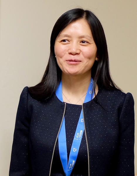 華裔博士李悅表示,她所在的實驗室是世界上最大的康複試驗平台。(周月諦/大紀元)