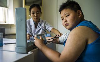 定期量血壓,預防腦中風。(FRED DUFOUR / AFP)