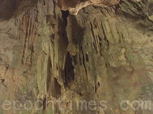 垦丁国家森林公园里有许多奇特的地理景观,仙洞是目前台湾最长石灰岩洞。(谢蕙如/大纪元)