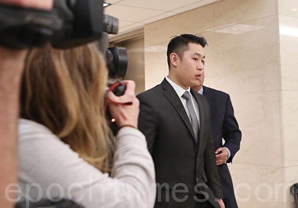 2月11日,梁彼得到布碌崙紐約高等法院接受提審。(杜國輝/大紀元)