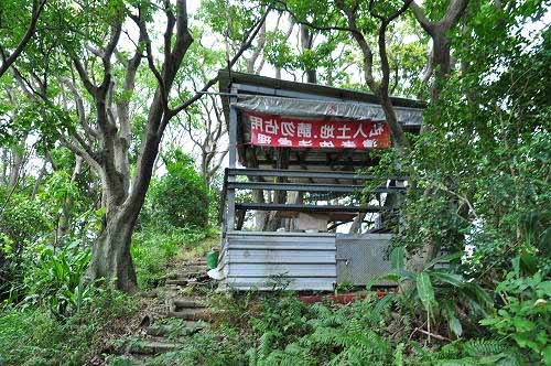 """长寿山,又称""""长寿岭"""",位于步道右侧的这座凉亭处,是步道最高点。 (图片提供:tony)"""