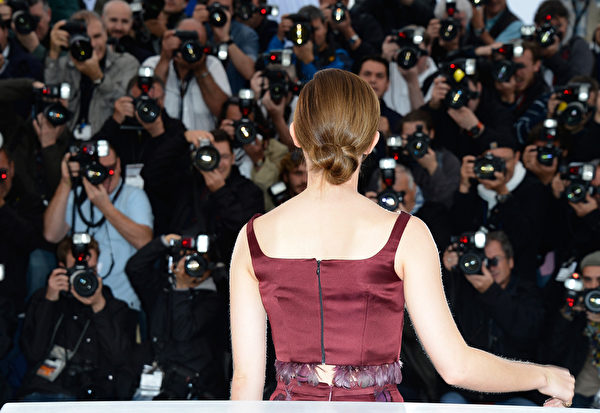 艾玛‧沃森的发髻自然清新。(Pascal Le Segretain/Getty Images)