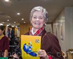 传教士Jan Healy女士观赏了当天神韵世界艺术团的演出。(马亮/大纪元)
