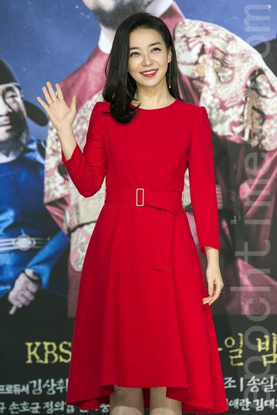 12月28日,韓國電視台KBS大河電視劇《蔣英實》製作發布會在首爾永登浦區舉行。圖為朴善英。(全景林/大紀元)