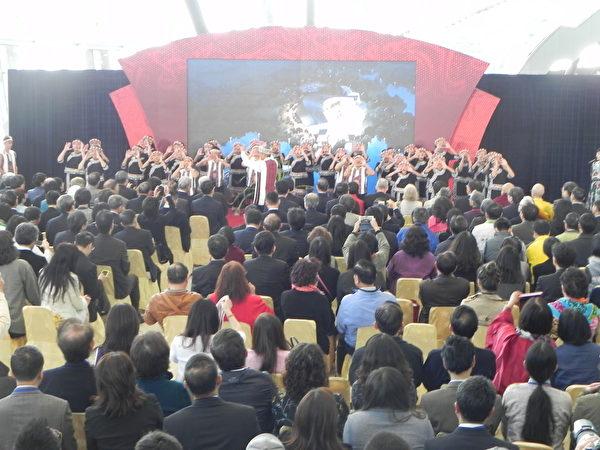 國立故宮博物院南部院區28日開幕典禮中,台灣原聲童聲合唱團悠揚的歌聲,響徹整個博物館大廳。(蔡上海/大紀元)
