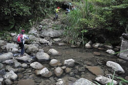 越过青潭溪,爬向北宜公路。 (图片提供:tony)