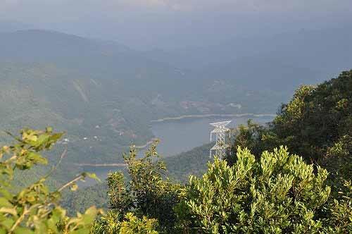 从中岭山远眺翡翠水库一隅湖景。 (图片提供:tony)