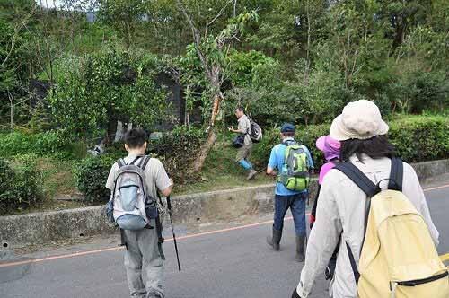 出发!二格公园入口对面的北宜公路马路旁为雷公埤山登山口(★1)。 (图片提供:tony)