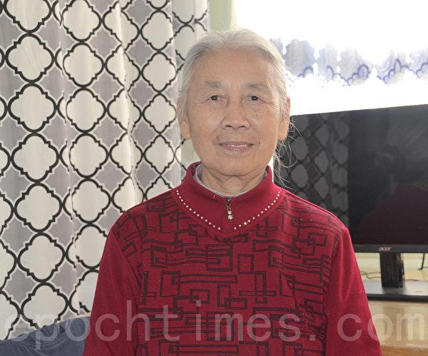 法轮功学员许家玫向李洪志大师恭祝新年。(梁博/大纪元)