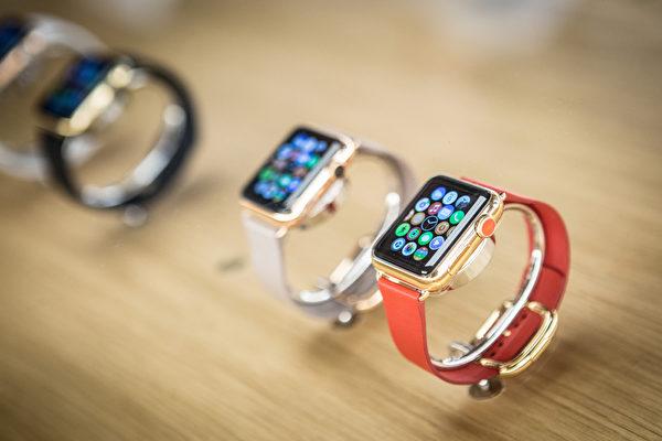 """苹果智慧手表""""Apple Watch""""结合了运动追踪和健康相关功能,并能与iOS和其他苹果产品与服务整合。 (Pablo Cuadra/Getty Images for Apple)"""
