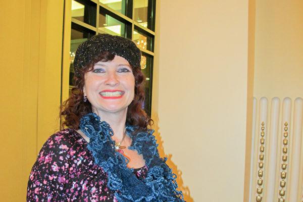 舞蹈演员Rongda Sokoloff观看了12月29日晚神韵世界艺术团在美国盐湖城国会大厦剧院(Janet Quinney Lawson Capitol Theatre)的演出。(梁欣/大纪元)