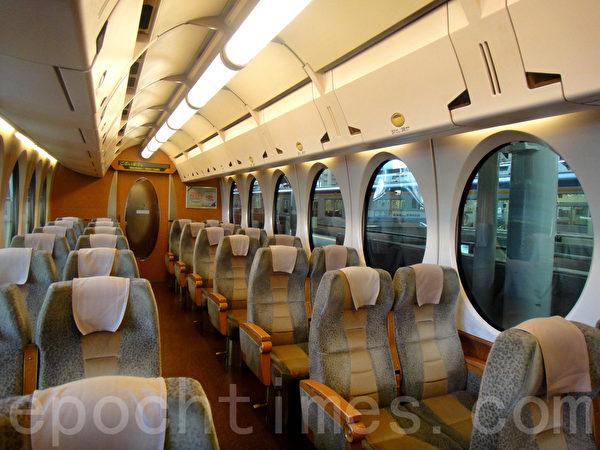 地铁快车整洁的车厢(蓝海/大纪元)
