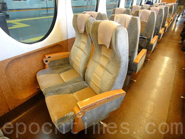 地铁快车车厢内转动的座椅(蓝海/大纪元)